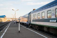 km 1269, Zug 6, Russland, Kasachstan, Buzuluk, Bahnsteig, Bahnhof, 1524 mm, 28.07.2013