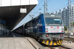 Zug 1456, Hohhot, Hauptbahnhof, HXD3C0600, China, 09.08.2013