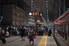 Zug 1456, Peking, Nordbahnhof, China, Bahnsteig, 09.08.2013