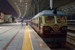 Zug 1456, Peking, Nordbahnhof, DF4D-0436, China, 09.08.2013