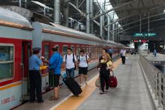 Zug 7317, Tatsiana Schulte, Shenyang, Nordbahnhof, China, Bahnsteig, 12.08.2013