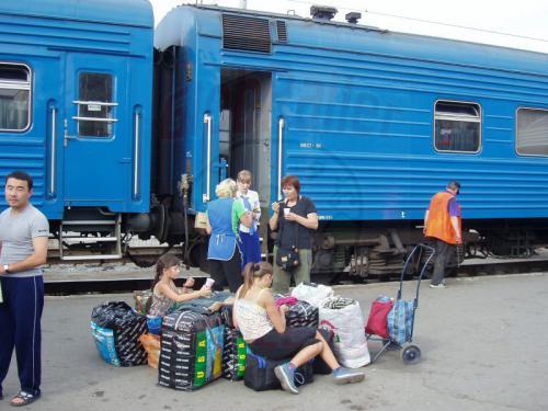26.08.2004 - Handgepäck auf dem Bahnsteig von Perm