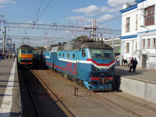 27.08.2004 - TschS 4 240 der Moskauer Eisenbahn im Jaroslawler Bahnhof in Moskau