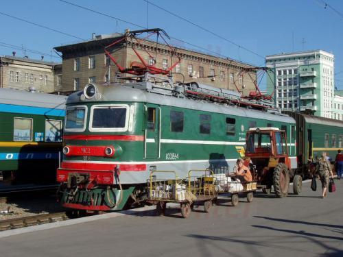 17.08.2004 - TschS 2 im Bahnhof Nowosibirsk