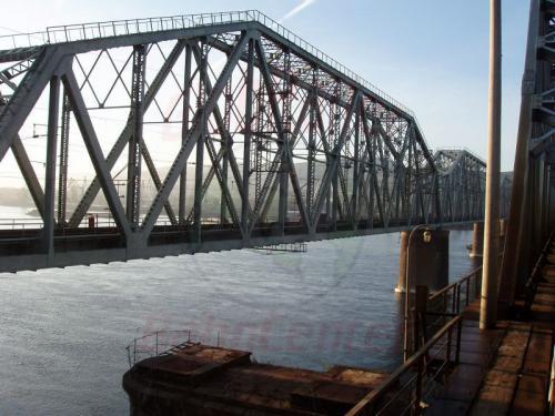 18.08.2004 - Anfahrt auf die Jenissejbrücke in Krasnojarsk