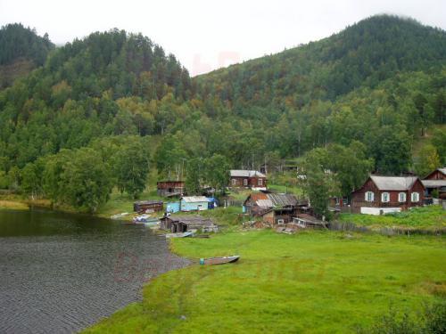22.08.2004 - Siedlung an der Bajkalbahn bei km 110