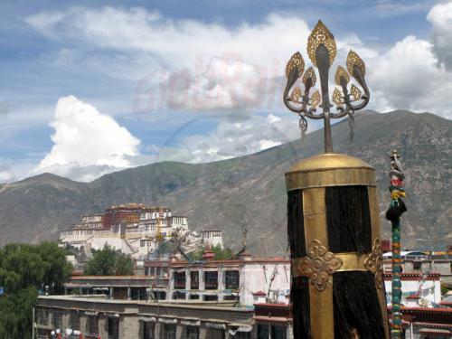 10.08.2007 - Potala Palast vom Dach des Jokkang Tempel