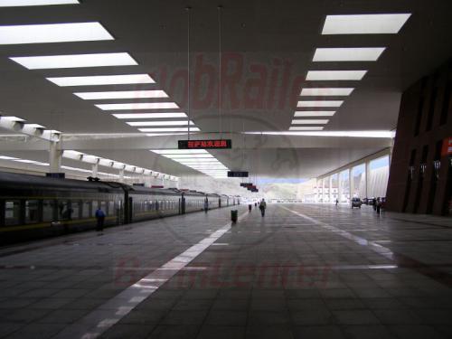 10.08.2007 - Lhasa-Bahnhof Bahnsteig