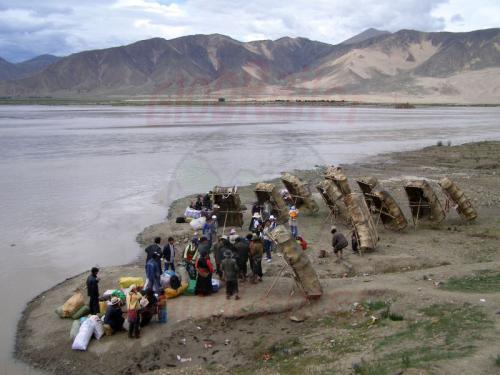 11.08.2007 - Yakhaut Boote am Brahmaputra