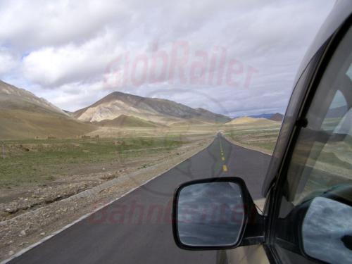 14.08.2007 - Auf dem Friendship Highway zwischen New Tingri und Tingri