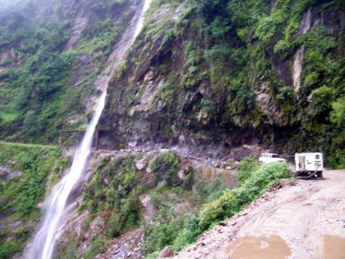 14.08.2007 - Wasserfall am Friendship Highway