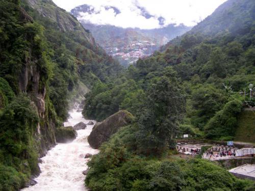 15.08.2007 - Grenze rechts China links Nepal