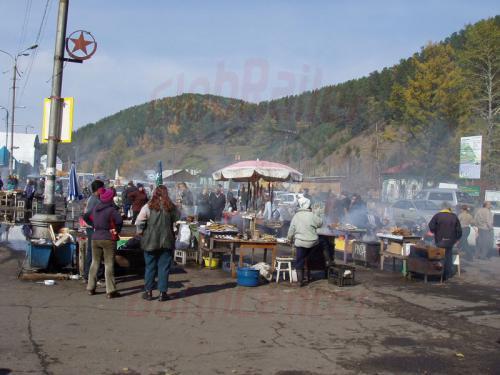 28.09.2003 - Markt im Hafen von Listwjanka