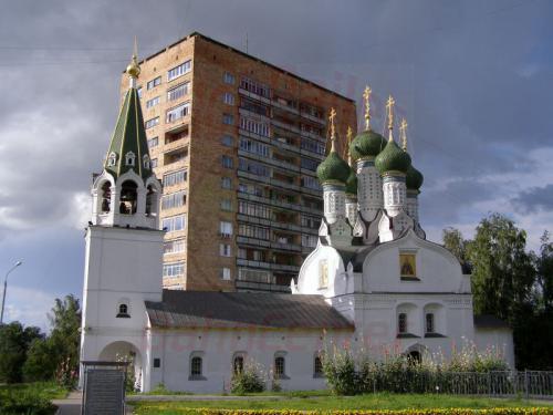 30.07.2008 - Nishnij-Nowgorod Kirche und Hochhaus