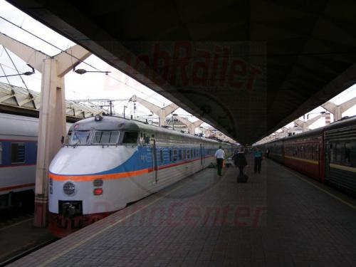 01.08.2008 - Moskau Oktober Bahnhof Schnelltriebwagen nach St. Petersburg