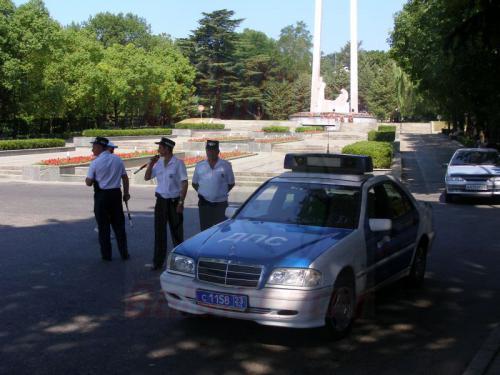 06.08.2006 - Sotschi - Verkehrsmilitz mit Mercedes