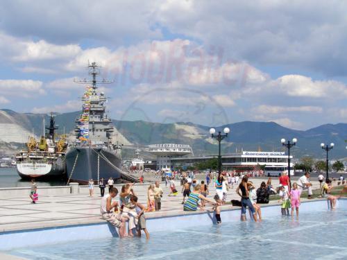30.07.2006 - Noworossijsk-Hafen mit Schlachtschiff Michail Kutusow