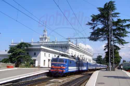 02.08.2006 - Sotschi Bahnhof mit Zug Sotschi