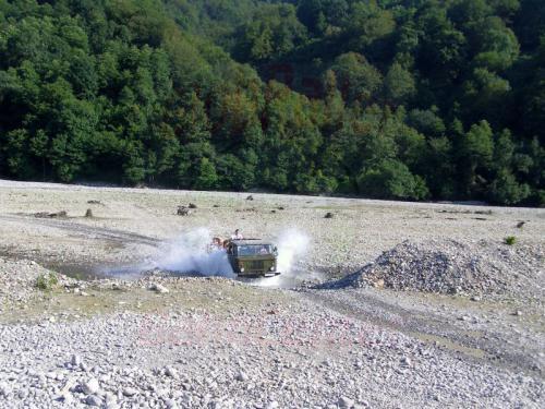 03.08.2006 - Schache - Per Allrad durch den Fluss Schach