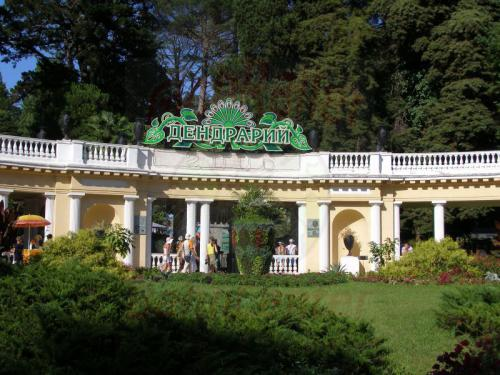 04.08.2006 - Sotschi - Eingang zum Park Dendrarij