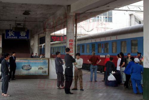 25.04.2003 - Auf dem Bahnsteig von Shangchun