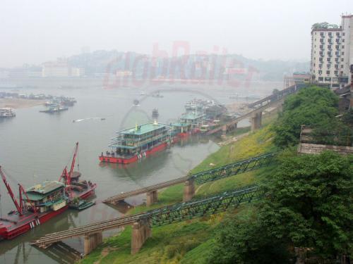 28.04.2003 - Shongqing Fähren am Jangtze