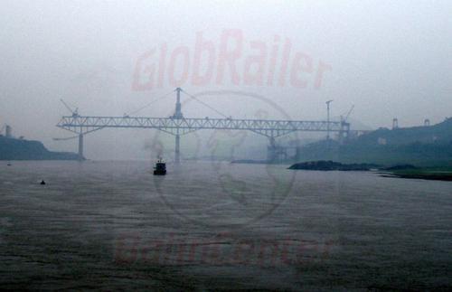 29.04.2003 - Bau einer Eisenbahnbrücke über den Jangtze