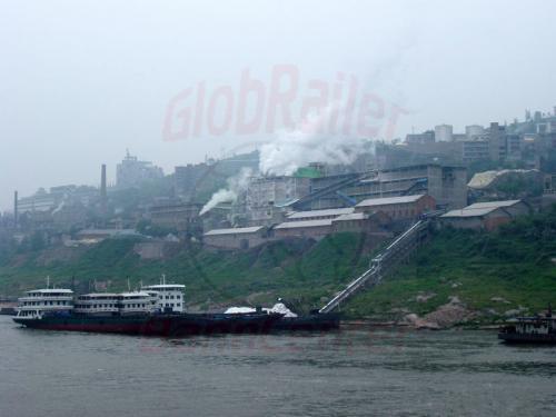 29.04.2003 - Beladung eines Frachtschiffes am Jangtze