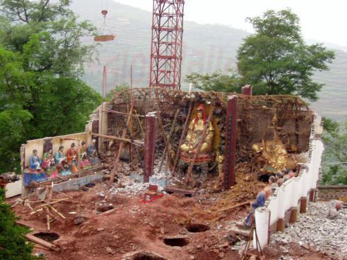 29.04.2003 - Ein Tempel geht auf Reisen