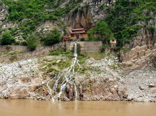 30.04.2003 - Alte Tempelanlage am Jangtze