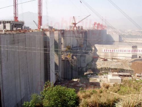 31.04.2003 - Jangtzestaudamm-Schleusen
