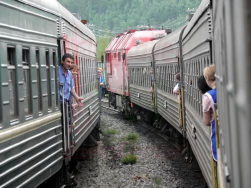 Kreuzung von Zug und Personal mit dem Gegenzug