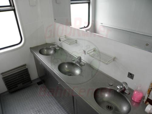 Waschraum im Zug K407